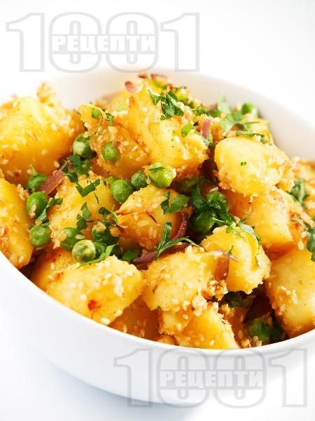 Варени картофи с грах и сусам (гарнитура за риба или бяло месо) - снимка на рецептата